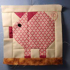 Pig block, fun for farm quilts Farm Quilt Patterns, Paper Piecing Patterns, Pattern Blocks, Cute Quilts, Mini Quilts, Small Quilts, Quilting Projects, Quilting Designs, Farm Animal Quilt