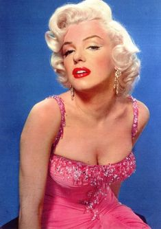 Norma Jeane (Marilyn Monroe) parte doscientos ochenta y seis Gentlemen Prefer Blondes, Vintage Hollywood, Hollywood Glamour, Classic Hollywood, Arte Marilyn Monroe, Robes Glamour, Actrices Hollywood, Jayne Mansfield, Marlene Dietrich