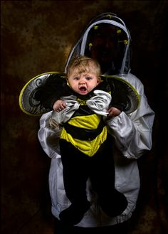 Beekeeper by Dave Engledow! Love these father daughter pics! So cute & funny! Father Daughter Pictures, Dad Pictures, Great Pictures, Holidays Halloween, Halloween Crafts, Halloween Costumes, Halloween Ideas, Beekeeper Costume, Father Photo