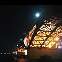 3월18일 추운 저녁 라이딩 중 성산대교 밑에서 바란 본 시각