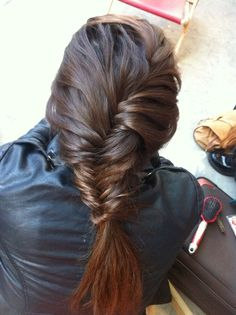 Planete cheveux on pinterest chignons coiffures and braided buns - Tresse queue de poisson ...
