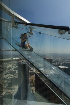 Travel Discover Inside Skyspace LA the US Bank Towers Sleek Observation Deck Places To Travel, Places To See, Travel Destinations, Travel List, Travel Goals, Us Bank Tower, Los Angeles Travel, Travel Aesthetic, California Travel