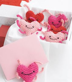 A great Valentine's Day Project | We heart these crochet love bugs!