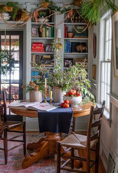 Home Tour // A Historic Colonial Revival in Delaware full of Charm and the Best Thrifted Finds — The Grit and Polish tour the charming historic home of Leigh and Ben Muldrow Estilo Colonial, Country Home Magazine, Cottage Interiors, Victorian Interiors, Architectural Digest, Historic Homes, House Tours, Ideal Home, Thrifting
