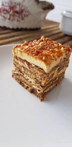 Bolo de bolacha, com mascarpone, manteiga de amendoim e praliné de amêndoas. Uma combinação bimbastica para os amantes de manteiga de a...