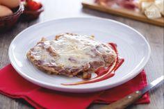 La cotoletta alla bolognese è un secondo piatto tipico di Bolgona: una cotoletta di carne di vitello o pollo fritta e insaporita con brodo di carne