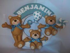 http://www.elo7.com.br/enfeite-porta-maternidade-ursos/dp/244DE7  ARCO EM MDF REVESTIDO COM FELTRO. DISPONÍVEL EM OUTRAS CORES. R$80,00