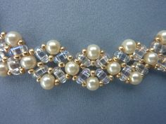 DIY Jewelry: FREE beading pattern for beautiful pearl necklace using 4mm pearls…