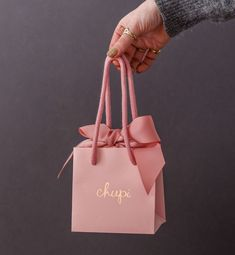 Clothing Packaging, Jewelry Packaging, Gift Packaging, Packaging Ideas, Schönheitssalon Design, Paper Bag Design, Diy Gift Box, Packaging Design Inspiration, Creative Gifts