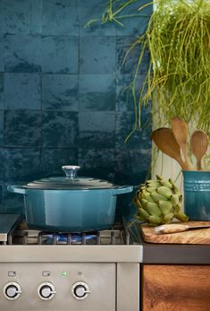 The new Deep Teal collection by iconic brand Le Creuset is inspired by both interior trends and the calming nature of green and blue hues. Lavender Kitchen, Le Creuset Cast Iron, Natural Interior, Kitchen Installation, Natural Toys, Bedroom Green, Deep Teal, Kitchen Reno, Kitchen Ideas