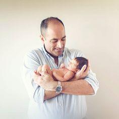 Feliz en los brazos de papá