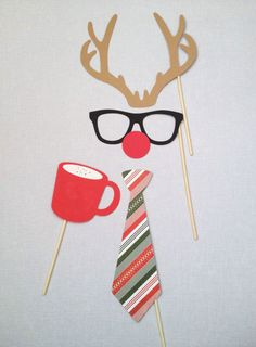 We love this DIY Christmas reindeer disguise, perfect for your work Christmas party. Simon Jersey are suppliers of hospitality, beauty, healthcare, retail and business work uniforms, available from www.simonjersey.com #christmasdecorations #snowman #office #christmasparty