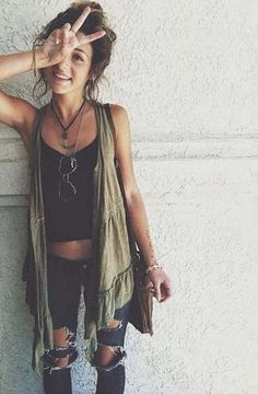 adorable boho chic way to style a waterfall vest