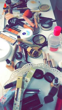 Teen Photography Poses, Teenage Girl Photography, Makeup Kit, Beauty Makeup, Eye Makeup, Snapchat Makeup, Modern Henna Designs, Girl Hand Pic, Purple Nail Designs