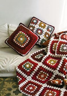 Virkattu isoäidinneliö peitto ja kaksi tyynymallia SK 9/14. Crochet Table Mat, Crochet Granny Square Afghan, Stool Covers, Diy Pillows, Triangles, Knit Crochet, Diy And Crafts, Crochet Patterns, Blanket