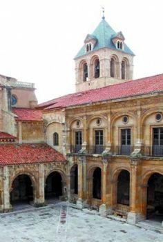 La Colegiata de S. Isidoro de León . Spain