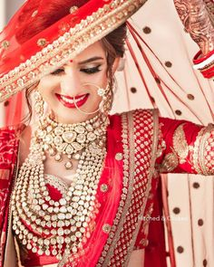 bridal photography poses For all the brides of today, these trending bridal poses will make sure that you are captured beautifully in your elegant bridal ensemble. Indian Bridal Photos, Indian Bridal Outfits, Indian Bridal Fashion, Bengali Bridal Makeup, Indian Wedding Couple Photography, Indian Wedding Bride, Wedding Veil, Indian Bride Poses, India Wedding