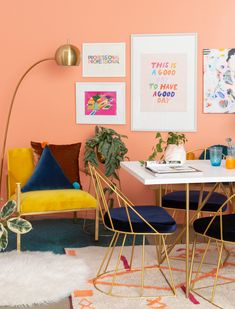 🌟Tante S!fr@ loves this📌🌟How to use a sweatshirt as inspiration to style a dining room. / via Oh Joy! Dining Room Colors, Dining Room Walls, Home Decor Inspiration, Interior Design Inspiration, Coral Home Decor, Navy Living Rooms, Dinner Room, Wall Decor, Room Decor