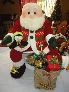 Santa Claus doll in cloth , Felt Christmas Decorations, Christmas Centerpieces, Christmas Stockings, Holiday Decor, Mary Christmas, Christmas Quilt Patterns, Loom Knitting Patterns, Christmas Crafts, Christmas Ornaments