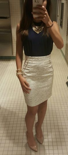 LOVE love love the color/pattern, zipper details, and waist of this skirt. The…