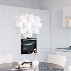 Lampan Gross har kommit till oss fast med opalvita glaskulor, hur trevlig var inte denna? Vi älskar den! Lampans ljus ger ett intryck av svävande moln och blir en riktigt stämningshöjare 😍 Ceiling Lights, Home Decor, Ceiling Lamps, Interior Design, Home Interior Design, Ceiling Fixtures, Ceiling Lighting, Home Decoration, Decoration Home