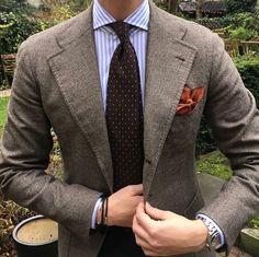 #violamilano 🇮🇹 #Elegance #Fashion #Menfashion #Menstyle #Luxury #Dapper #Class #Sartorial #Style #Lookcool #Trendy #Bespoke #Dandy #Classy #Awesome #Amazing #Tailoring #Stylishmen #Gentlemanstyle #Gent #Outfit #TimelessElegance #Charming #Apparel #Clothing #Elegant #Instafashion