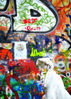 Foto: Praga, muro dedicato a John Lennon!