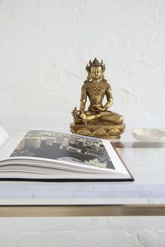 The sitting Buddha brings an added calm to the space. Photography by Jeff Cate.