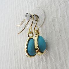 Oorbellen blauwe traan met gouden rand | earrings blue and gold
