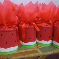 Festa da Magali: Lembrancinha com lata Watermelon Birthday Parties, Luau Party, 1st Birthday Parties, Girl Birthday, Watermelon Crafts, Tropical Party, Childrens Party, First Birthdays, Diy Crafts