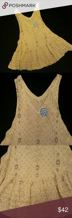Price ✂ Free People NWT Trapeze Tunic Free People NWT sleeveless trapeze tunic top.  Wide flair.  Approx 32 inches length from top of shoulder to bottom.  Unfinished hem.  Tan and brown. Free People Tops