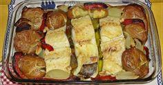 Bacalhau a Lagareiro  Ingredientes para 4 pessoas: 1 kg de batatas 2 folhas de louro 5 cebolinhas 4 postas de bacalhau demolhado 2 pimentos (vermelho e ...