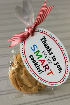 Smart Cookies - Teacher Gift Ideas with Free Printable Teacher G. Smart Cookies - Teacher Gift Ideas with Free Printable Teacher Gift 011 Smart Cookies Teacher Gift Ideas. Easy Teacher Gifts, Back To School Gifts For Teachers, Teacher Gift Baskets, Teacher Treats, Gourmet Gift Baskets, Teacher Christmas Gifts, Gourmet Gifts, Teacher Presents, Teacher Birthday Gifts