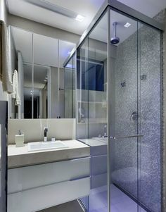imagem45 Small Bathroom With Shower, Small Showers, Attic Bathroom, Tiny House Bathroom, Bathroom Design Small, Toilet Design, Wet Rooms, Bathroom Inspiration, Houzz