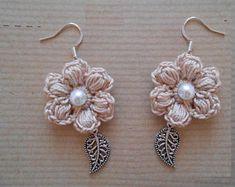This item is unavailable – Petra Nickel - Crochet Crochet Jewelry Patterns, Crochet Earrings Pattern, Crochet Hair Accessories, Crochet Flower Patterns, Crochet Designs, Crochet Flowers, Bracelet Crochet, Diy Earrings, Flower Earrings