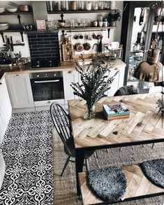 LOVE THIS DESIGN! When we open up the kitchen this will be a great inspiration.