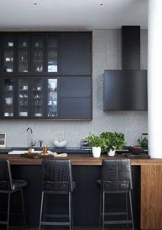 Black Kitchen Design Ideas - Pictures of Black Kitchens - Elle Decor Loft Kitchen, Kitchen Dining, Kitchen Decor, Kitchen Ideas, Kitchen Cabinets, Kitchen Island, Dining Table, Kitchen Wood, Island Stove