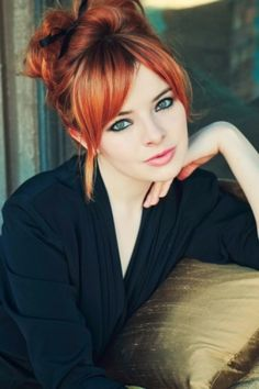 Copper hair with blonde chunks<3 I could go gray and red.......