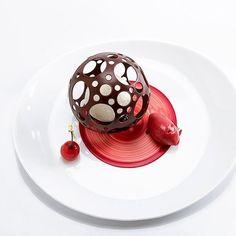 Creative Desserts, Gourmet Desserts, Fancy Desserts, Creative Food, Gourmet Recipes, Delicious Desserts, Dessert Recipes, Yummy Food, Food Plating Techniques