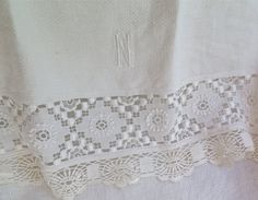 Vintage Linen Hand Towel with Vintage Lace by marypearlsvintage