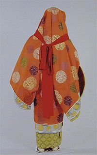 kazuki-sugata (on-head-wearing) of costume.  Another uchigi was worn up above the first one, over the head.  Kind of like a Heian version of hoodie or head-shawl?  This was worn when traveling by noble & samurai women.  Similar to the tsubo-shouzoku and I believe may have been sometimes worn atop it.  from http://www.iz2.or.jp/fukushoku/f_disp.php?page_no=0000083