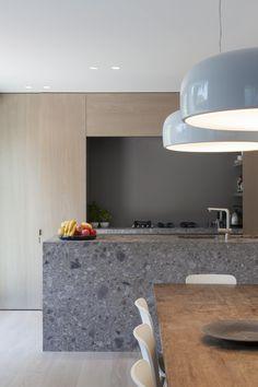 lighting by accessori lichtarchitectuur http://www.accessori-project.be - Architecture by Swijzen-Bastijns - home lighting #lighting #kitchen #naturalstone