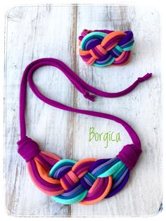 Mauve Celtic Knot Bib Braided Necklace Bracelet Set - Design Statement Recycled Fabric Jewelry upcycled necklace Tshirt Yarn - That's It Yarn Necklace, Braided Necklace, Fabric Necklace, Knitted Necklace, Textile Jewelry, Fabric Jewelry, Handmade Necklaces, Handmade Jewelry, Diy Schmuck