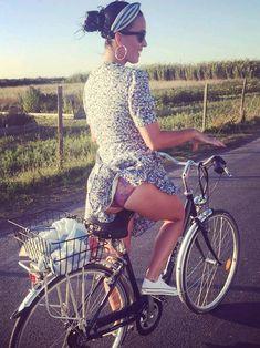 Girls and Bikes : Photo