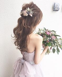 Find out about wedding hairstyles bridesmaid Rustic Wedding Hairstyles, Hairdo Wedding, Wedding Hair Down, Wedding Hair Flowers, Flowers In Hair, Korean Wedding Hair, Party Hairstyles, Bride Hairstyles, Half Up Curls