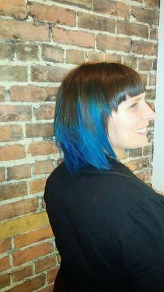 Coloration effet ombre bleu créer avec Pravana par l'incroyable Fannie du Salon Odyssée ÉNERGIE!