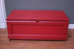 Vintage Red Trunk ~ $199 ~ no. 14037 ~ (we ship out-of-state)