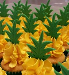 Pineapple flavoured swiss buttercream with fondant topp… Ananas-Mini-Cupcakes. Frost Cupcakes, Mini Cupcakes, Pineapple Cupcakes, Birthday Cupcakes, Hawaiian Cupcakes, Tropical Cupcakes, Watermelon Cupcakes, Valentine Cupcakes, Cupcake Ideas Birthday