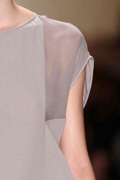 Couture Details, Fashion Details, Fashion Design, Monochrome Fashion, Minimal Fashion, Fashion Idol, Love Fashion, Create Shirts, Professional Outfits
