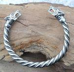 FENRIR, viking wolf bracelet - pewter - $21.18 Bracelet Viking, Viking Jewelry, Jewelry Crafts, Jewelry Art, Jewellery, Viking Arm Rings, Costume Viking, Viking Sword, Viking Culture